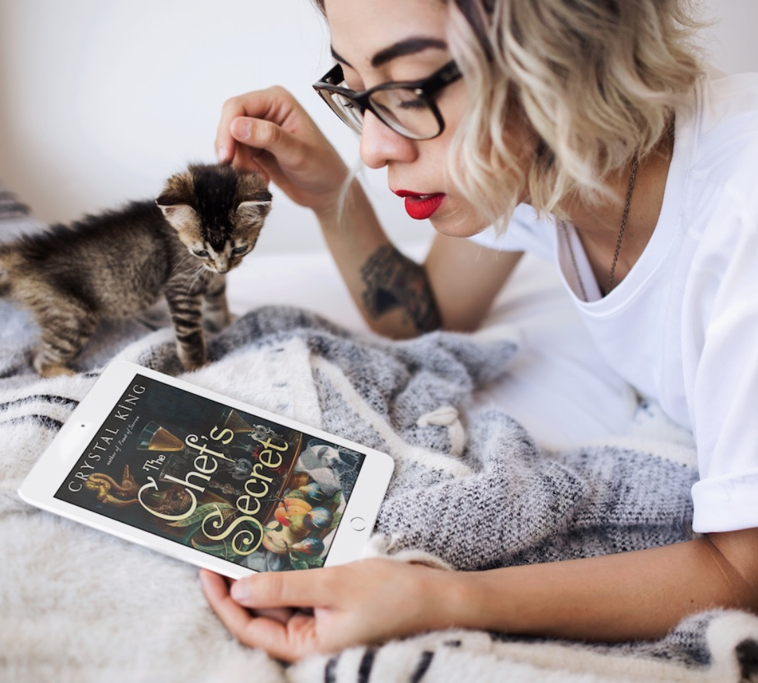 hipster-girl-lying-in-her-bed-with-a-kitten-and-white-ipad-mini-mockup-a12793-1-1-1